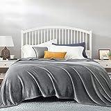 Bedsure Plaid Couverture Polaire Gris Couvre-lit 220x240cm pour 2 Personnes - Plaid Douce et Chaude Jeté de Canapé Flanelle Grande Taille