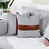 Mandioo Lot de 2 Housses de Coussins en Polyester et Cuir Artificiel Décoration Confortable Moderne Taie d'oreiller à Canapé, Taie d'oreiller Carré à Rayures Noires et Blanches 40x40cm