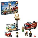 LEGO 60214 City L'InterventiondesPompiersauRestaurantdeHamburgers, avec véhicules camions et Motos, Figurine de Pompier