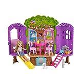 Barbie Famille mini-poupée Chelsea et sa Cabane dans les Arbres avec table, chaises, masques, lunettes et figurine de chien, jouet pour enfant, FPF83