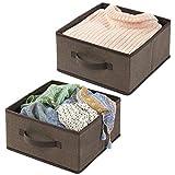 mDesign panier de rangement en fibre synthétique (lot de 2) – corbeille de rangement pour l'armoire – boite en tissu avec poignée et design ouvert pour habits, couvertures et autres – marron