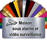 Plaque Maison Sous Alarme Et Vidéosurveillance Autocollante – Plaque De Maison PVC Adhésive 10 x 5 cm – 21 Couleurs Disponibles (Gris Alu Brillant)