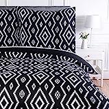 AmazonBasics Parure de lit avec housse de couette en microfibre, 240 x 220 cm, Noir (Black Aztec)