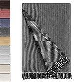 Vipalia Couvre-lit Multifonction Plaid pour lit. Couverture Foulard Couvre-lit Confortable et Doux. Protege canape Polyester Coton. Design de qualité. Modèle Paul